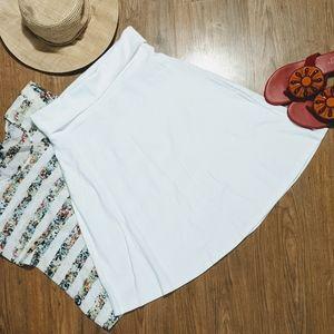 EUC White Yoga Style Skirt sz Med.